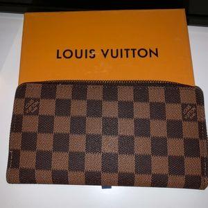 Authentic Louis Vuitton Checkered Zippy Wallet